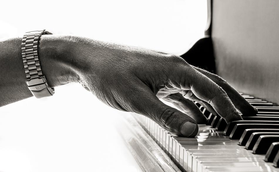Keyboard Player - Mike Lindup